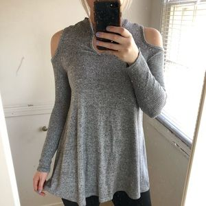 Gray Cold Shoulder Long Sleeve Top Size Small